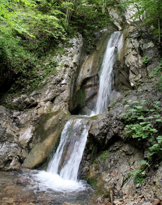 waterval in kosovo waar men albanees spreekt
