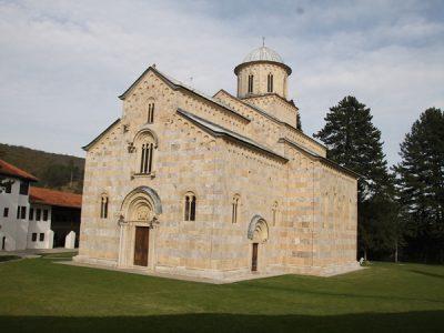 Kerkgebouw van het Servisch-Orthodoxe klooster in Decan